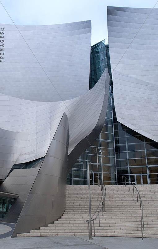 Architect Frank Gehry designed Walt Disney Hall, architectural curves