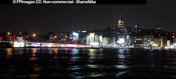 Night photo of Galata Bridge with restaurants