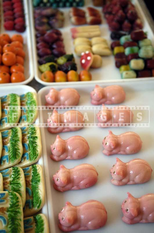 Almod Paste marzipan Candy in shape of pink piglets
