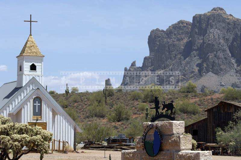 Superstitions Mountains museum and Elvis memorial chapel