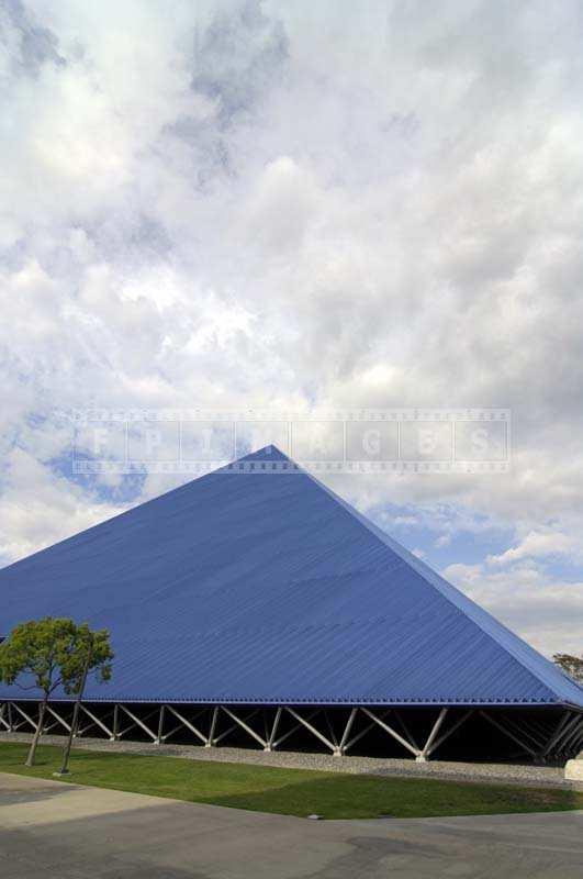 Long Beach - Walter Pyramid