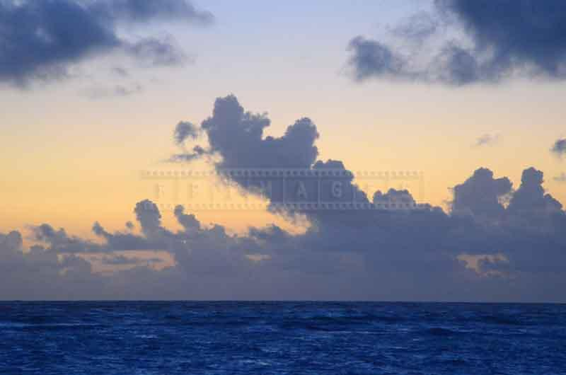 deep blue ocean and clouds picture