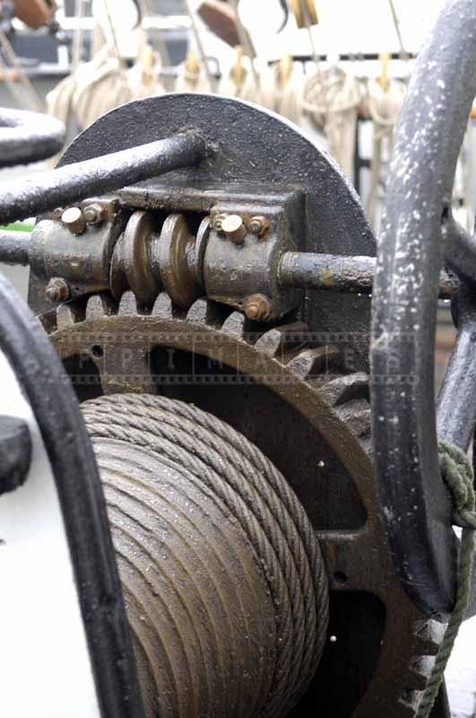 Gears of a winch for adjusting rigging
