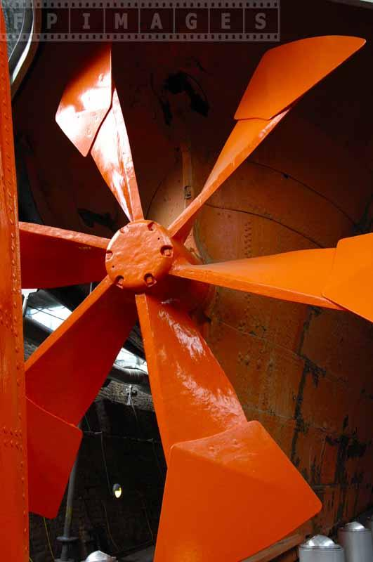 Propeller with six blades replaced later with four