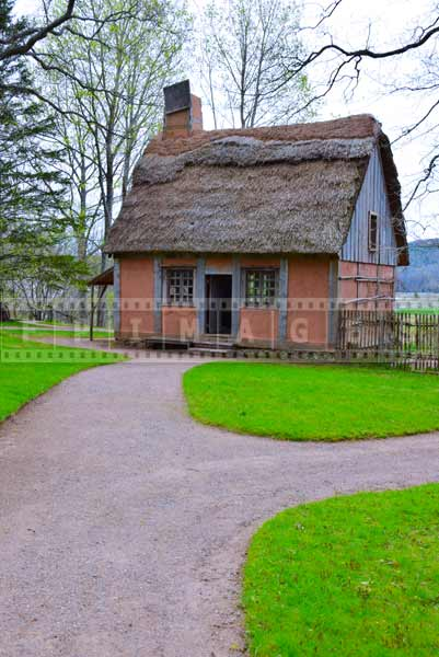 Small Acadian house with thatched roof, pictures of buildings