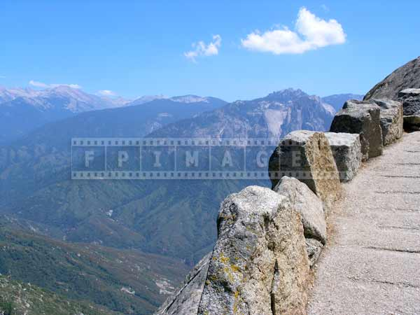 Moro rock hiking trail, Great Western Divide landscape