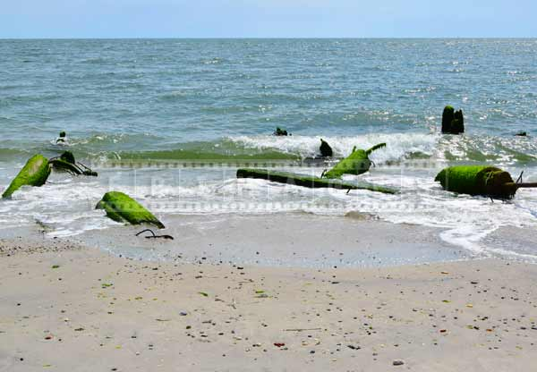 atlantic city boardwalk pieces at ocean shore, Atlantic City hurricane sandy damage