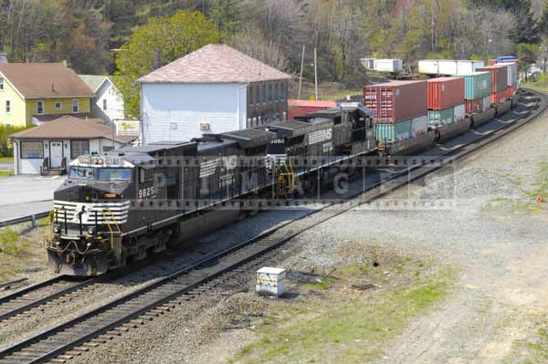 Norfolk Southern locomotives in Gallitzin with intermodal load