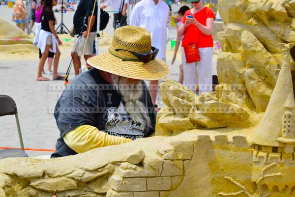 Atlantic city beach  - Rich Varano sculpting his sand castle
