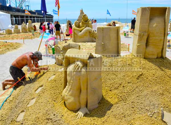 DO AC sand sculpting at Atlantic City beach people photos