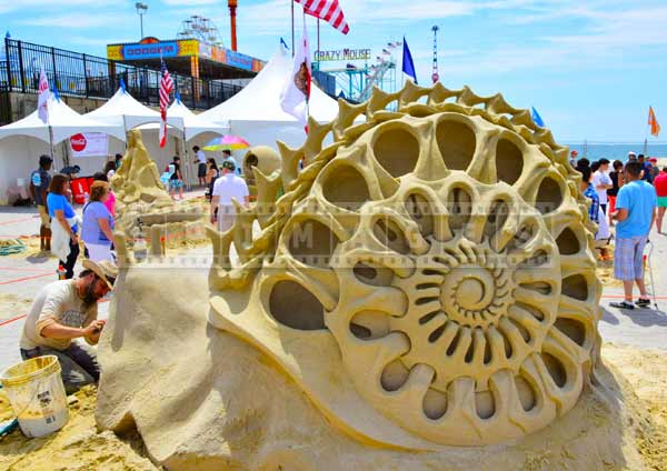 Canadian sand artist Jonathan Bouchard and his amazing sand art - Back Bone of Life