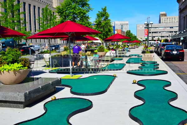 Free and fun minigolf near train station