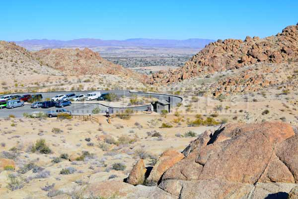 parking and facilities at 49 palms hiking trail