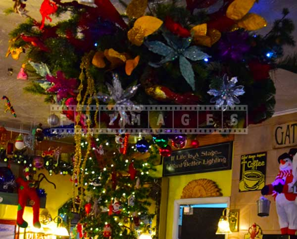 Evergreen cafe wrightwood california christmas decorations
