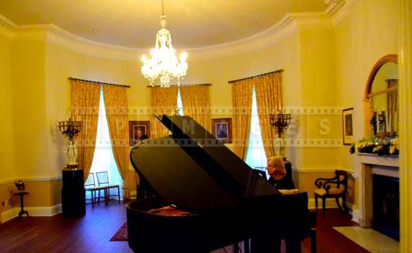 Grand piano live music