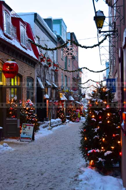 Winter romantic scenes of old Quebec