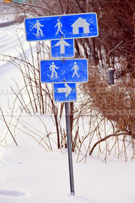 Trails sign for walking and snowshoeing