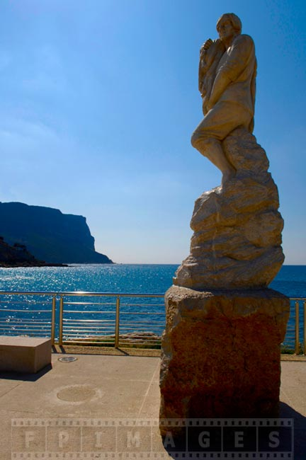 Statue at Cassis promenade with sea view
