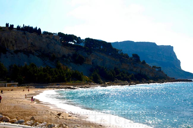 Cassis beach and shoreline