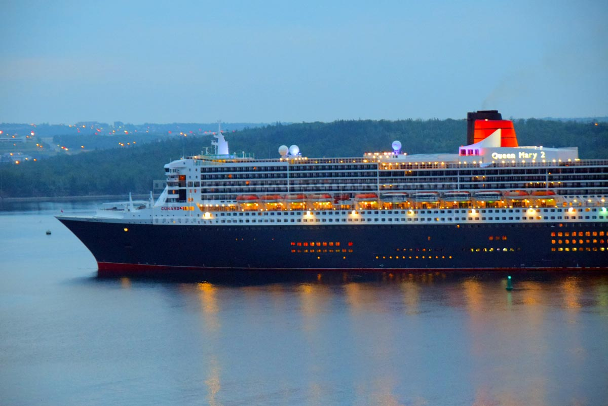 RMS Queen Mary 2 entering Halifax harbor