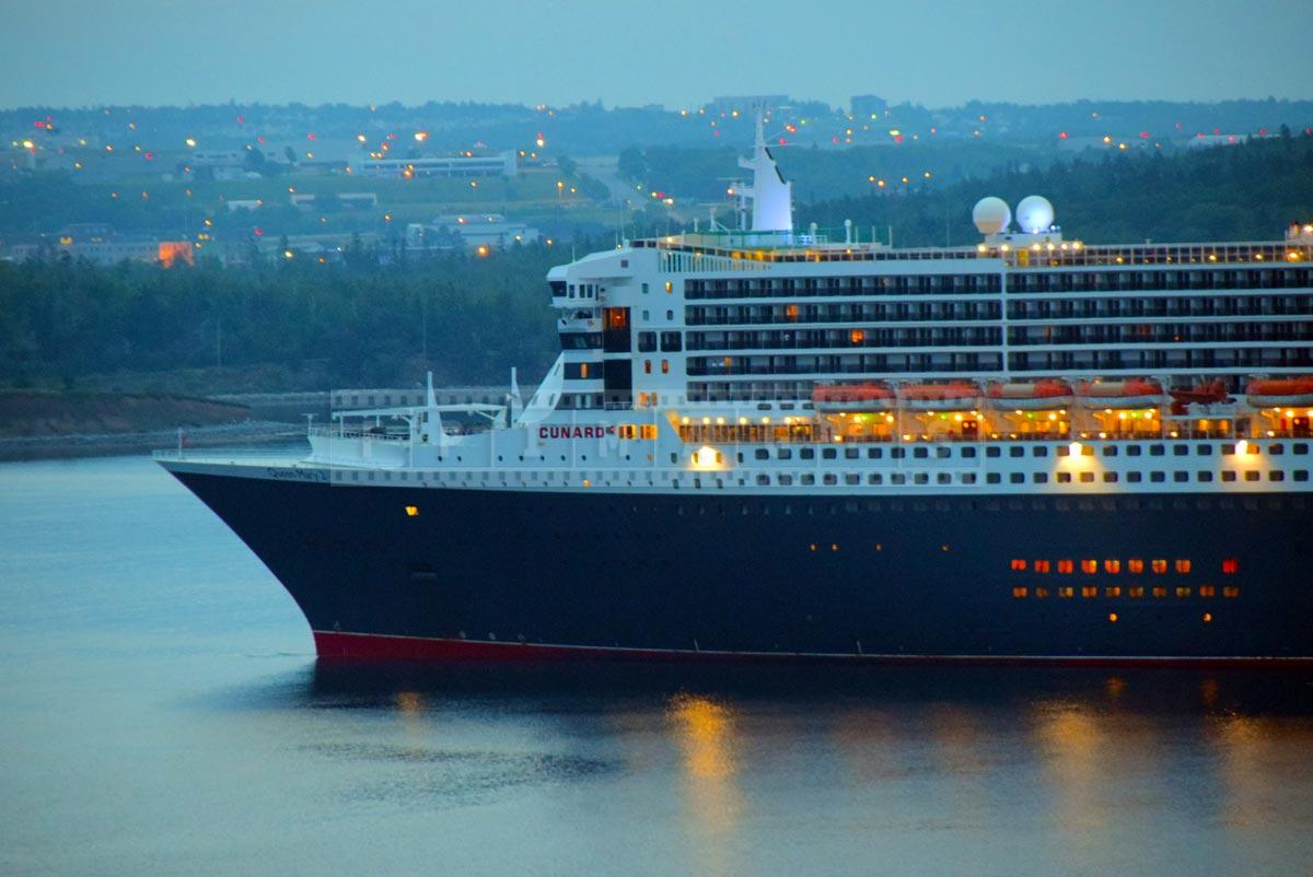 Bow of QM2, Cunard Line
