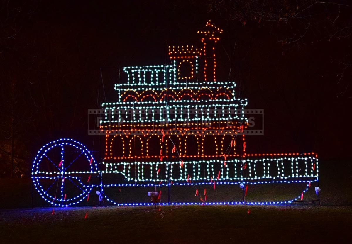 Paddle boat - cute xmas lights display