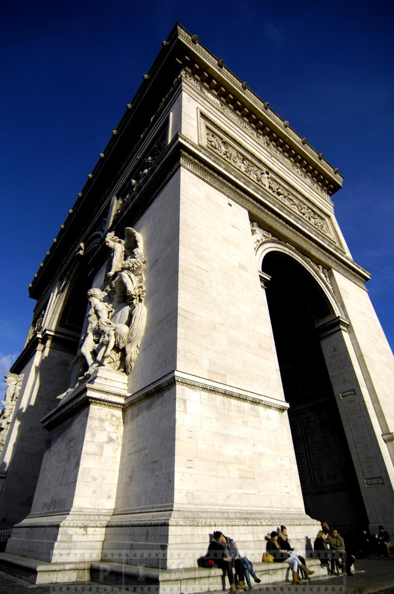 Couples enjoy sunshine at Arc de Triomphe
