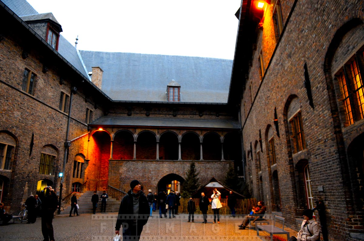 Old courtyard near Market square