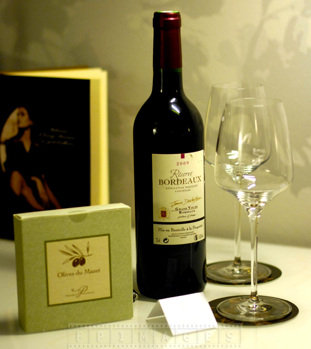 Romantic hotels welcome guests with tasteful gifts