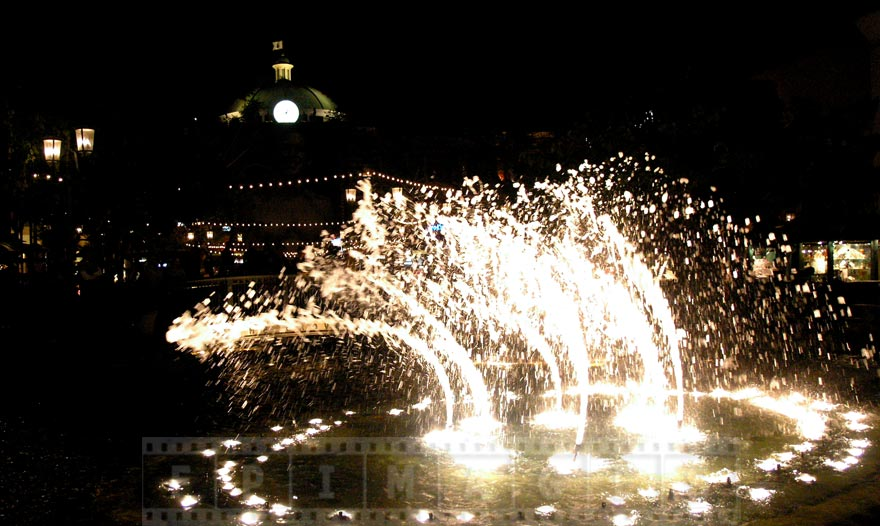 Animated fountain dancing to the music at night