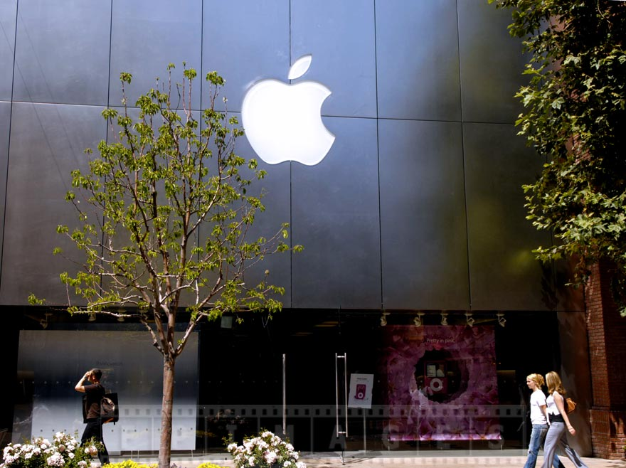 Apple store - one of many brand names at the Grove