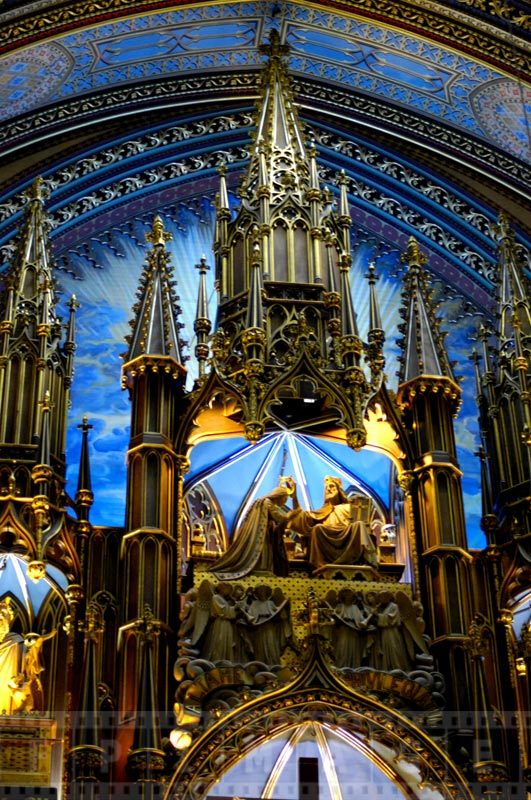 Altar with blue and golden colors looks breathtaking