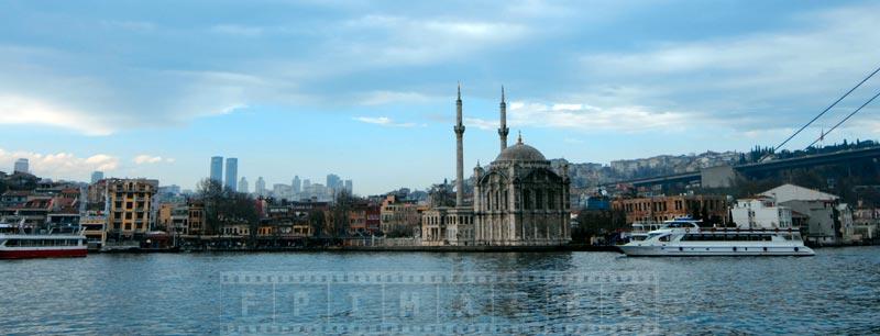 Grand Imperial Mosque, built 1856 near the first bridge