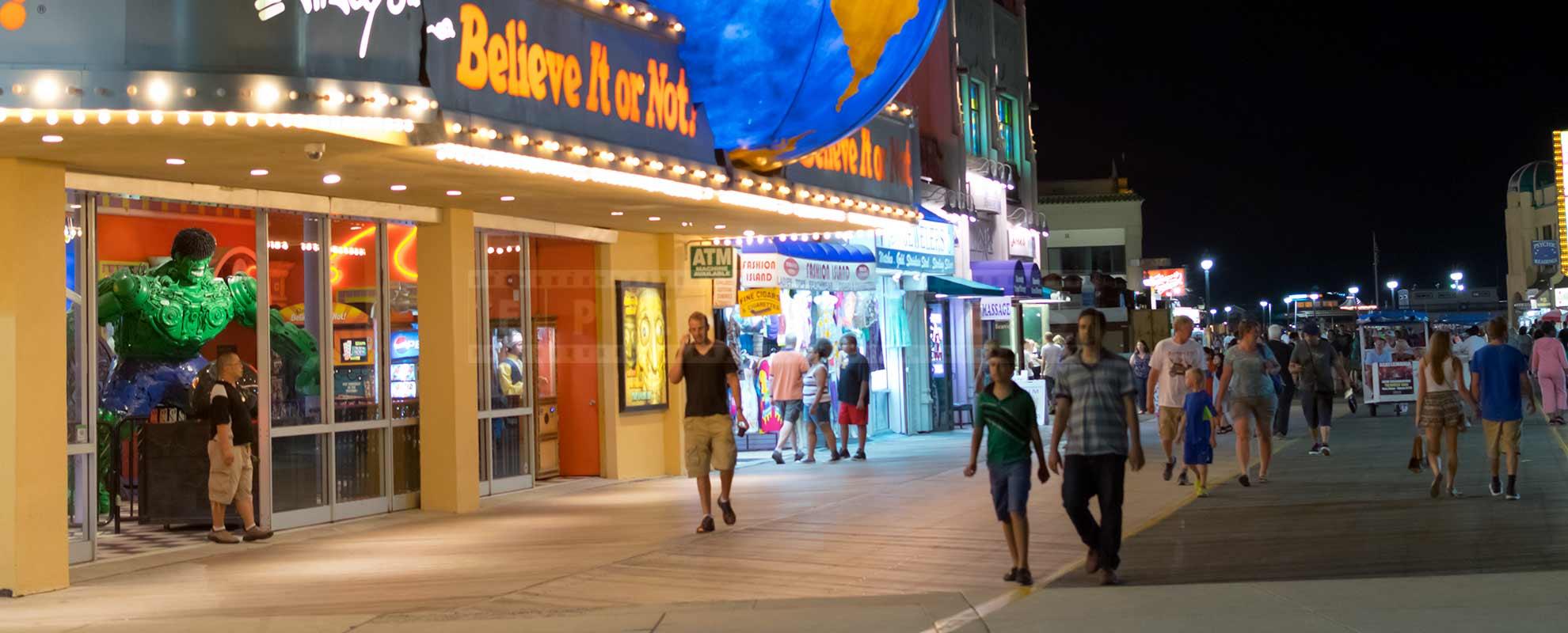 Atlantic City boardwalk full of people at night