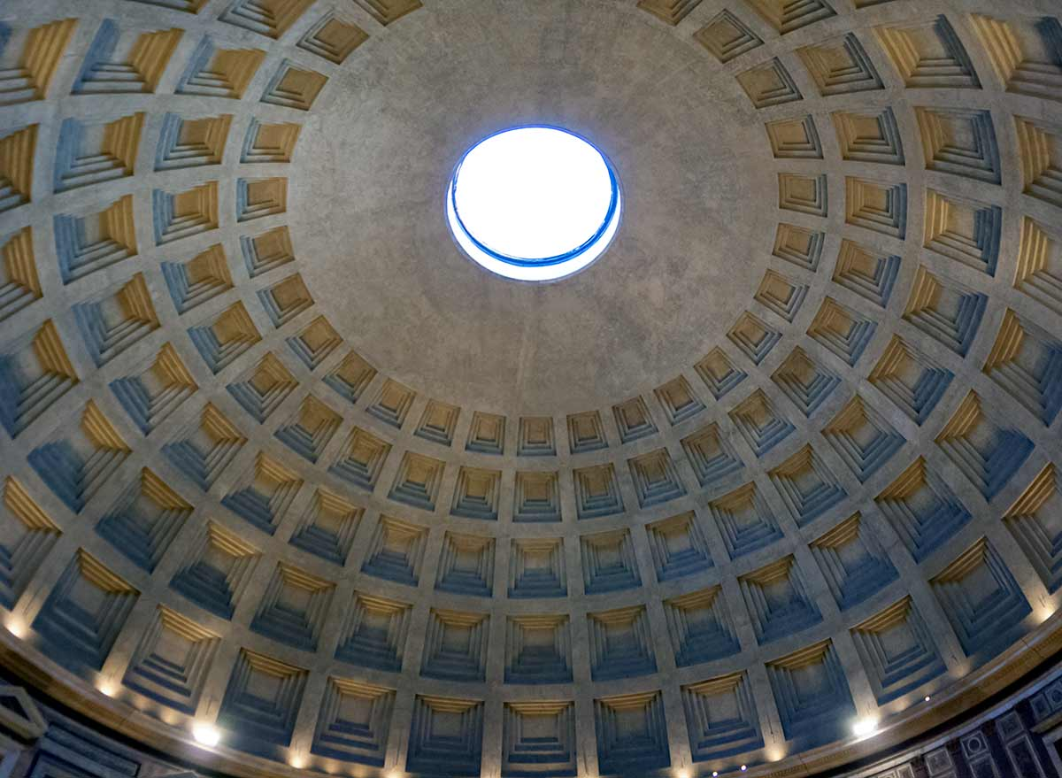 concrete dome of the Pantheon with 5 rows of sunken panels and the opening